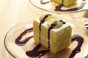 fresh cream cake with chocolate sauce h10 09.jpg