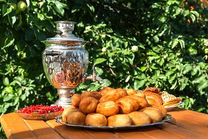 samovar on a wooden table with cakes
