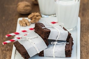 Chocolate brownie slices and milk