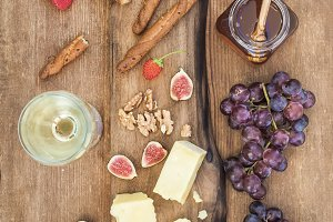 Glass of white wine, cheese & grapes