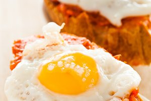 Fried eggs with sobrasada