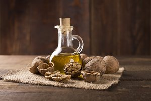 walnuts and walnut oil