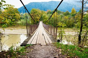 Suspension hanging bridge