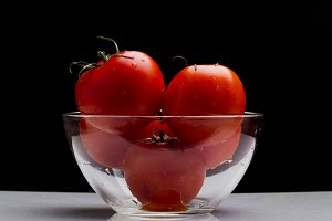 Red tomatoes in a glass bowl