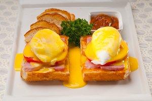 eggs benedict sandwich 01.jpg