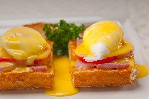 eggs benedict sandwich 02.jpg