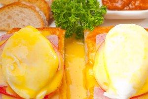 eggs benedict sandwich 04.jpg