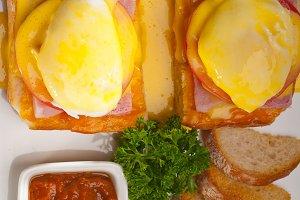 eggs benedict sandwich 07.jpg