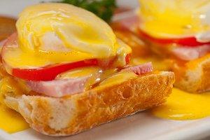 eggs benedict sandwich 08.jpg