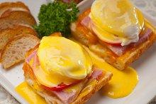 eggs benedict sandwich 22.jpg