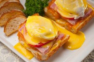 eggs benedict sandwich 23.jpg