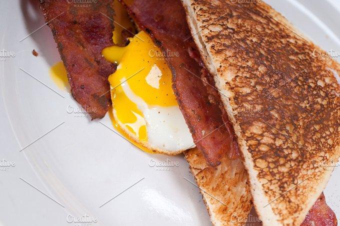 eggs bacon and toast 21.jpg - Food & Drink