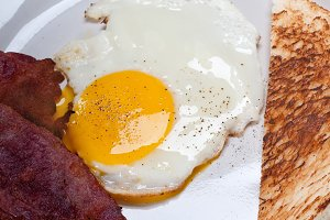 eggs bacon and toast 04.jpg