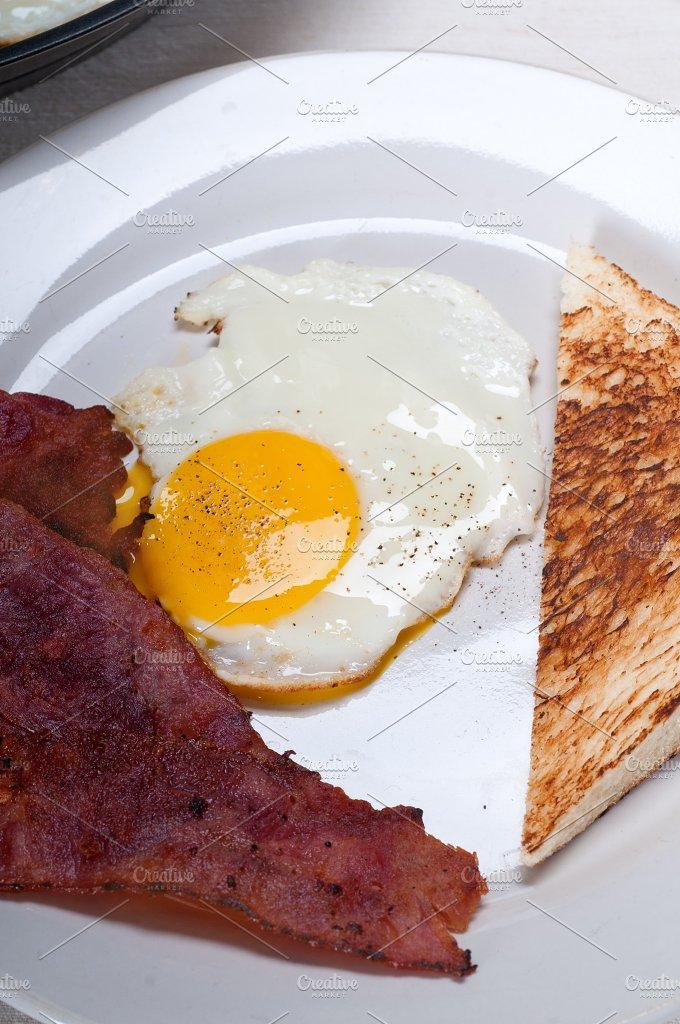 eggs bacon and toast 04.jpg - Food & Drink