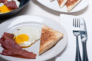eggs bacon and toast 02.jpg