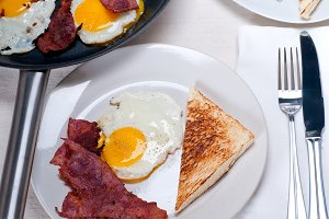 eggs bacon and toast 07.jpg