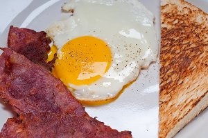 eggs bacon and toast 05.jpg