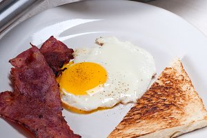eggs bacon and toast 10.jpg