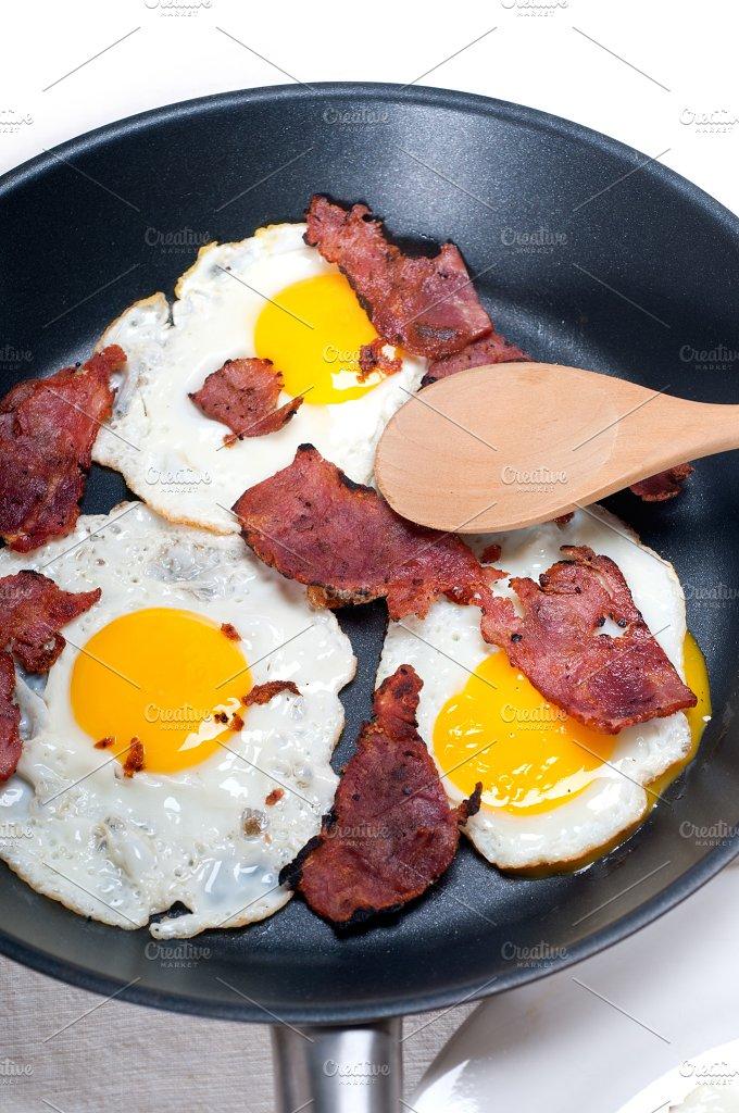 eggs bacon and toast 18.jpg - Food & Drink
