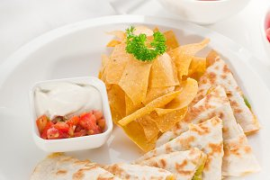 chicken quesadilla de pollo with nachos 01.jpg