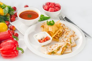 chicken quesadilla de pollo with nachos 10.jpg