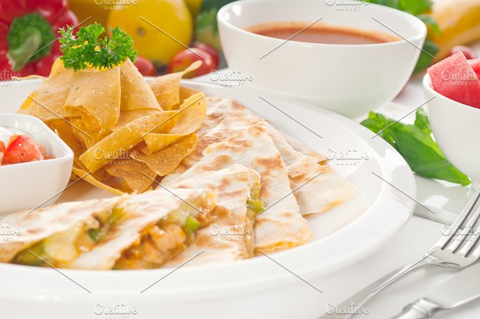 chicken quesadilla de pollo with nachos 07.jpg - Food & Drink