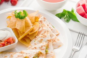 chicken quesadilla de pollo with nachos 04.jpg