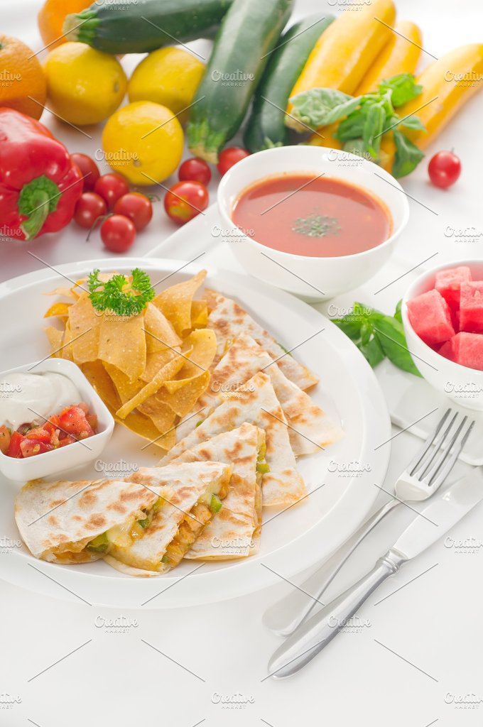 chicken quesadilla de pollo with nachos 06.jpg - Food & Drink
