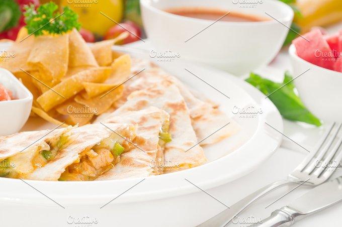 chicken quesadilla de pollo with nachos 08.jpg - Food & Drink