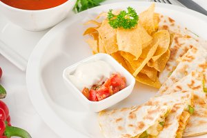 chicken quesadilla de pollo with nachos 09.jpg