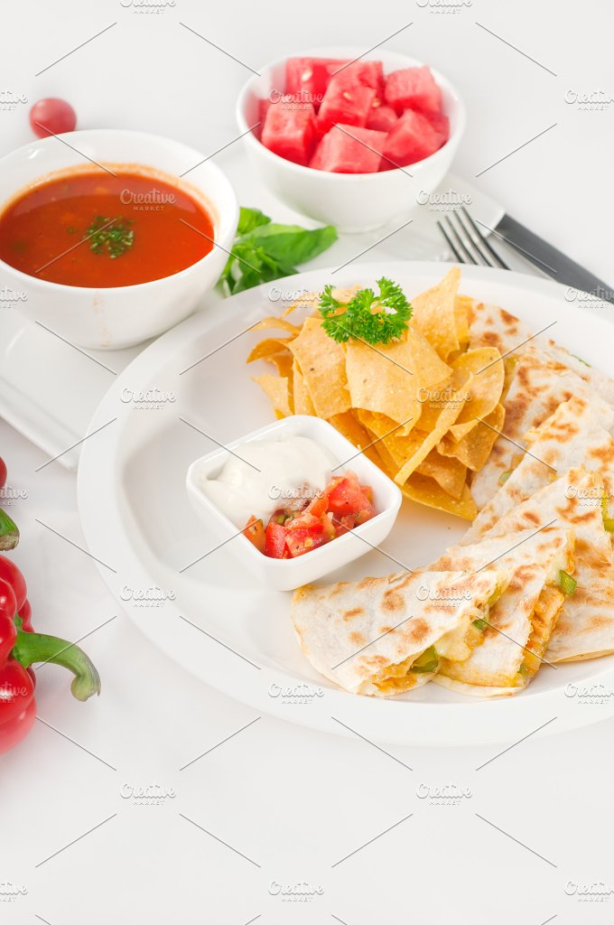chicken quesadilla de pollo with nachos 09.jpg - Food & Drink