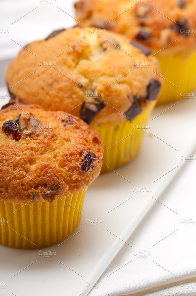 chocolate and raisins muffins dessert cake 12.jpg - Food & Drink