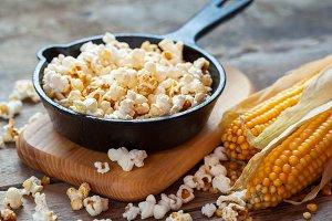 Prepared popcorn in frying pan