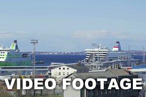 Arriving departing passenger ships