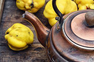 Tea with fresh quince