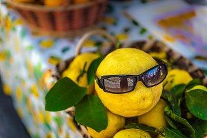 Cool sun glasses / lemon