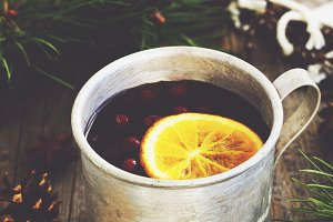 Warming tea with cranberries