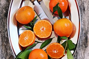 Fresh tangerines with leaves