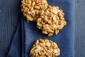 Cookies with peanuts