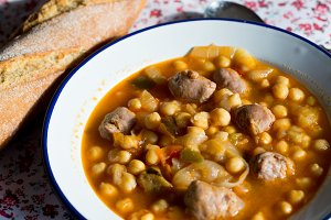 Chickpea stew with meat