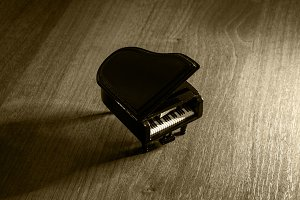 Miniature model of black grand piano