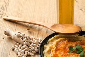 Homemade hummus with garlic and onio