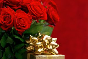 Red roses and golden gift box