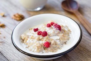 Oatmeal porridge with raspberry and milk