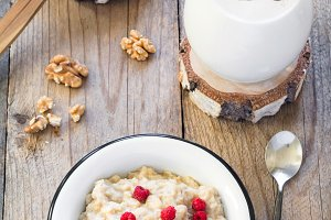 Oatmeal porridge with raspberry and