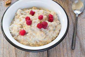 Oatmeal porridge with raspberry and milk