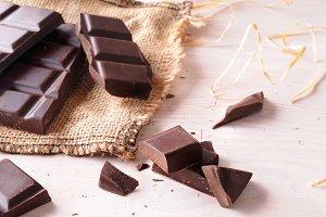 Broken tablet artisan chocolat fron