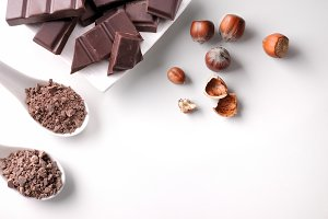 Portions, chocolate chips, hazelnuts