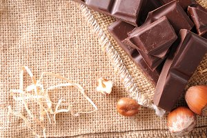 Artisan choco and hazelnuts top