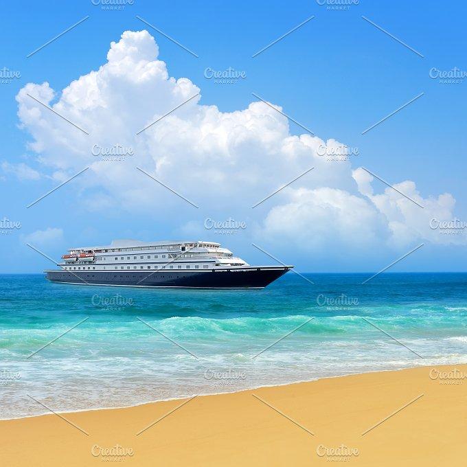 Travel concept. Beach and ship - Holidays